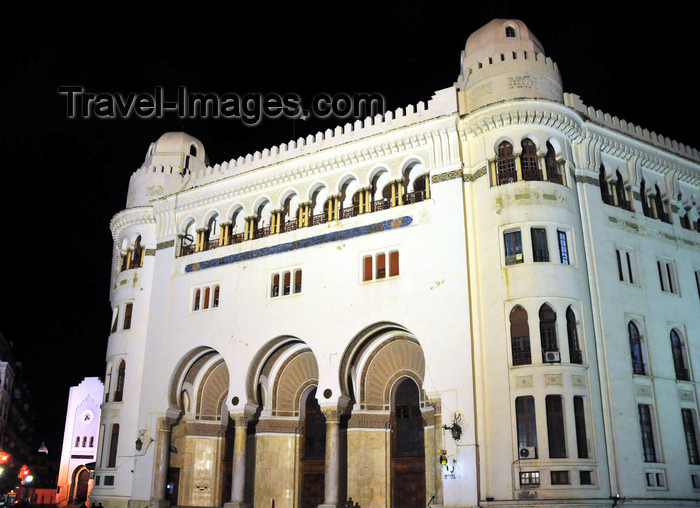 algeria623: Algiers / Alger - Algeria / Algérie: Central Post Office - Grande Poste - at night | la Grande Poste - belle, majestueuse, imposante - Hôtel des postes, la nuit - PTT - photo by M.Torres - (c) Travel-Images.com - Stock Photography agency - Image Bank