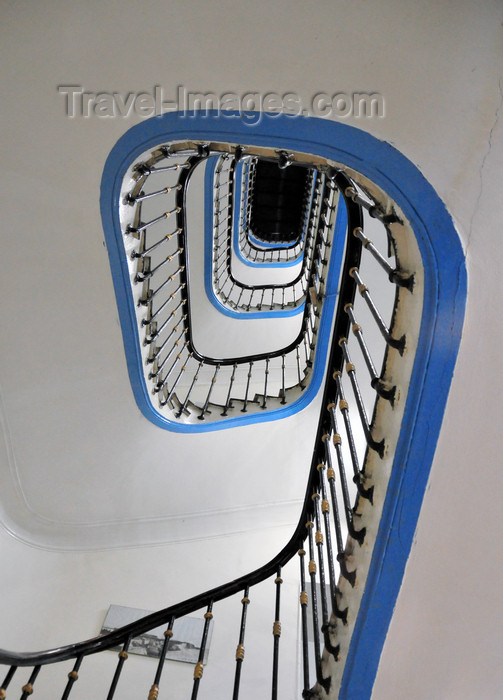 algeria626: Algiers / Alger - Algeria / Algérie: Albert 1er Hotel - stairs - white and blue spiral | Hôtel Albert 1er - escaliers - spirale blanche et bleue  - Avenue Pasteur - photo by M.Torres - (c) Travel-Images.com - Stock Photography agency - Image Bank