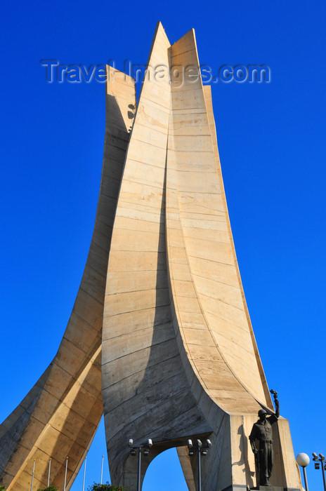 algeria633: Algiers / Alger - Algeria / Algérie: Monument of the Martyrs of the Algerian War, in Arabic Maquam E'Chahid | Monument des martyrs de la guerre d'Algérie - en arabe Maquam El Chahid - photo by M.Torres - (c) Travel-Images.com - Stock Photography agency - Image Bank