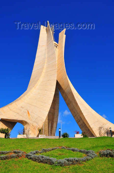 algeria636: Algiers / Alger - Algeria / Algérie: Monument of the Martyrs of the Algerian War - built in 1984 by the Lavalin company, from Quebec | Monument des martyrs de la guerre d'Algérie - construit en 1984 par la société québécoise Lavalin - photo by M.Torres - (c) Travel-Images.com - Stock Photography agency - Image Bank