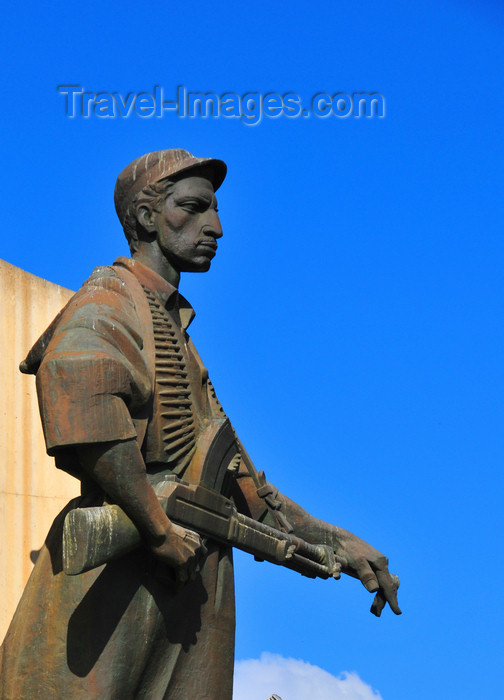 algeria643: Algiers / Alger - Algeria / Algérie: Monument of the Martyrs of the Algerian War - statue of a Moudjahid fighter | Monument des martyrs de la guerre d'Algérie - statue d'un Moudjahid de le ALN - photo by M.Torres - (c) Travel-Images.com - Stock Photography agency - Image Bank