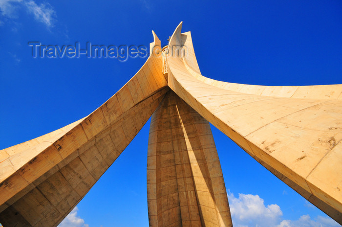 algeria645: Algiers / Alger - Algeria / Algérie: Monument of the Martyrs of the Algerian War - designed by Serge Vezina | Monument des martyrs de la guerre d'Algérie - conçu par Serge Vezina - photo by M.Torres - (c) Travel-Images.com - Stock Photography agency - Image Bank