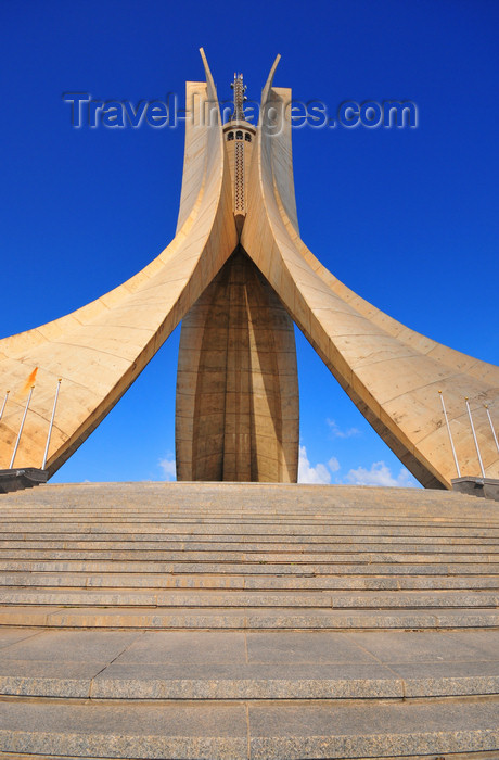 algeria648: Algiers / Alger - Algeria / Algérie: Monument of the Martyrs of the Algerian War - stairs | Monument des martyrs de la guerre d'Algérie - escaliers - photo by M.Torres - (c) Travel-Images.com - Stock Photography agency - Image Bank
