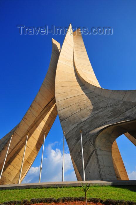 algeria650: Algiers / Alger - Algeria / Algérie: Monument of the Martyrs of the Algerian War - sun and shade | Monument des martyrs de la guerre d'Algérie - soleil et ombre - photo by M.Torres - (c) Travel-Images.com - Stock Photography agency - Image Bank