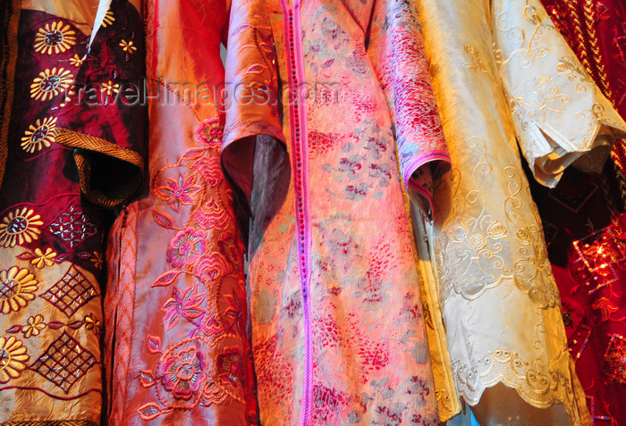 algeria658: Algiers / Alger - Algeria / Algérie: dresses from One Thousand and One Nights - arcade of Bab Azoun steet | robes des Mille et Une Nuits - arcade de la Rue Bab Azoun - photo by M.Torres - (c) Travel-Images.com - Stock Photography agency - Image Bank
