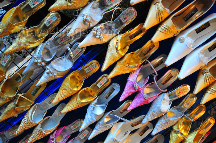algeria659: Algiers / Alger - Algeria / Algérie: rainbow of shoes - arcade of Bab Azoun steet | Arc-en-ciel de chaussures - arcade de la Rue Bab Azoun - photo by M.Torres - (c) Travel-Images.com - Stock Photography agency - Image Bank