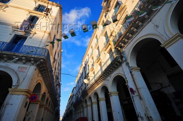 algeria661: Algiers / Alger - Algeria / Algérie: arcade of Bab Azoun steet | arcade de la Rue Bab Azoun - photo by M.Torres - (c) Travel-Images.com - Stock Photography agency - Image Bank