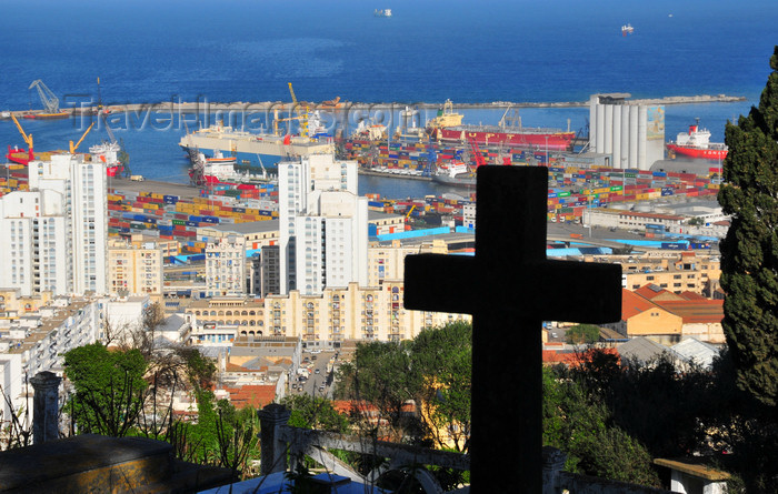 algeria699: Algiers / Alger - Algeria: Christian Cemetery - Chemin Mohamed Gacem, El Madania - view of the port - Belouizdad | Cimetière Chrétien - vue du port - Chemin Mohamed Gacem, El Madania - photo by M.Torres - (c) Travel-Images.com - Stock Photography agency - Image Bank