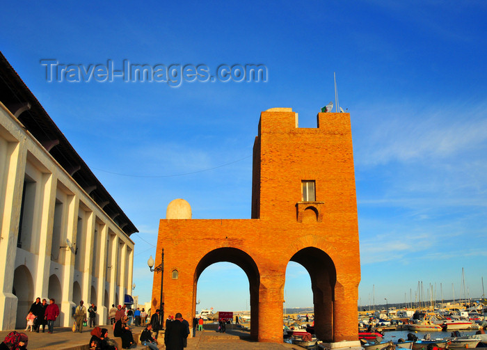 algeria724: Sidi Fredj  / Sidi-Ferruch - Alger wilaya - Algeria / Algérie: red tower and promenade along the marina | tour rouge et promenade le long de la marina - photo by M.Torres - (c) Travel-Images.com - Stock Photography agency - Image Bank