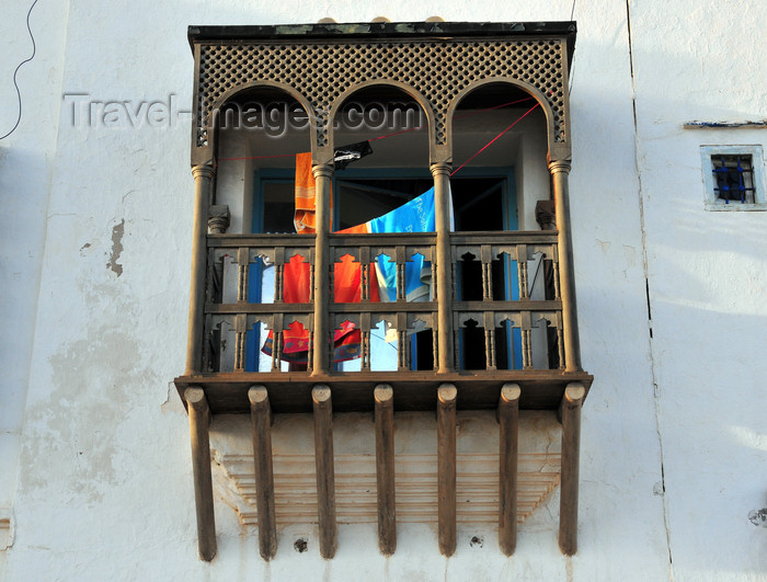 algeria728: Sidi Fredj  / Sidi-Ferruch - Alger wilaya - Algeria / Algérie: wooden balcony | balcon en bois - photo by M.Torres - (c) Travel-Images.com - Stock Photography agency - Image Bank