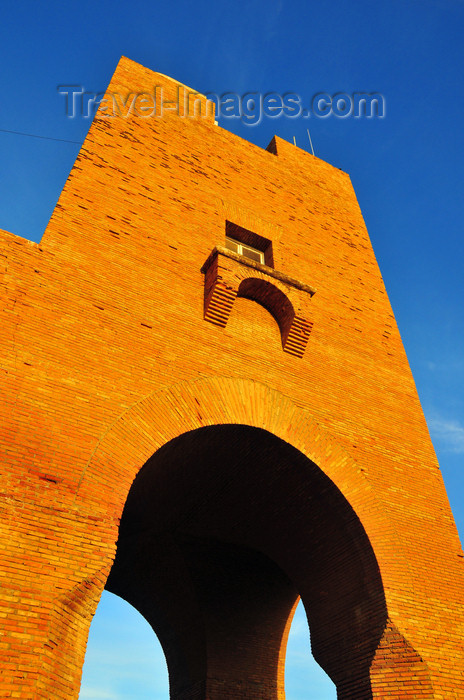 algeria732: Sidi Fredj  / Sidi-Ferruch - Alger wilaya - Algeria / Algérie: red brick tower | tour rouge - photo by M.Torres - (c) Travel-Images.com - Stock Photography agency - Image Bank