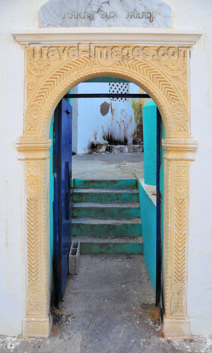 algeria735: Sidi Fredj  / Sidi-Ferruch - Alger wilaya - Algeria / Algérie: Turkish style door frame - tomb of the Marabout | Encadrement de porte à la turque - tombeau du Marabout Sidi Frejd - photo by M.Torres - (c) Travel-Images.com - Stock Photography agency - Image Bank