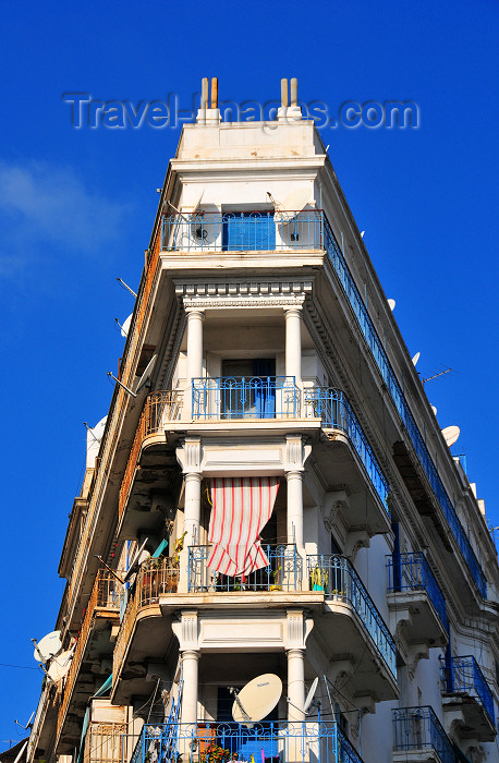 algeria739: Algiers / Alger - Algeria / Algérie: colonial building - narrow angle - Pasteur av. | bâtiment colonial - angle étroit - avenue Pasteur - photo by M.Torres - (c) Travel-Images.com - Stock Photography agency - Image Bank