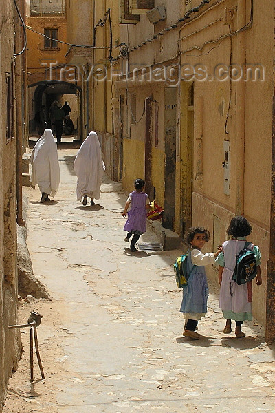 algeria81: Algeria / Algerie - M'zab - Ghardaïa wilaya: backstreets of Ghardaia - photo by J.Kaman - ruelle de Ghardaia - (c) Travel-Images.com - Stock Photography agency - Image Bank