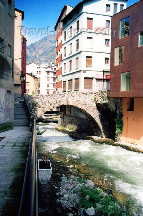 andorra12: Andorra - Escaldes-Engordany: medieval bridge over the East Envalira river - Riu Envalira d'Orient - Carrer d'Engordany - photo by M.Torres - (c) Travel-Images.com - Stock Photography agency - Image Bank