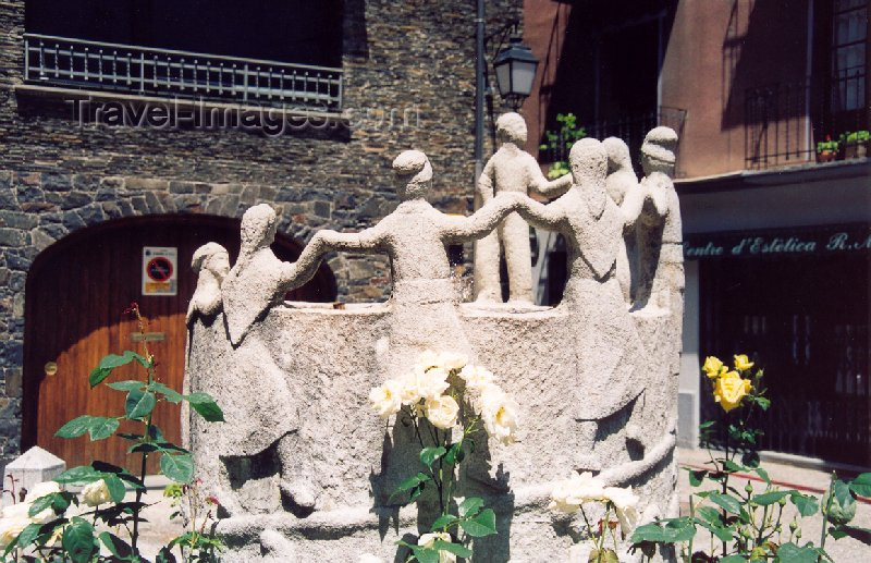 andorra17: Andorra la Vella: dancing - Placeta de Sant Esteve - sculpture 'El Contrapàs' by Sergi Mas - Ball del Contrapàs, part of the Festa Major, a dance always started with the left foot - Barri Antic - photo by M.Torres - (c) Travel-Images.com - Stock Photography agency - Image Bank