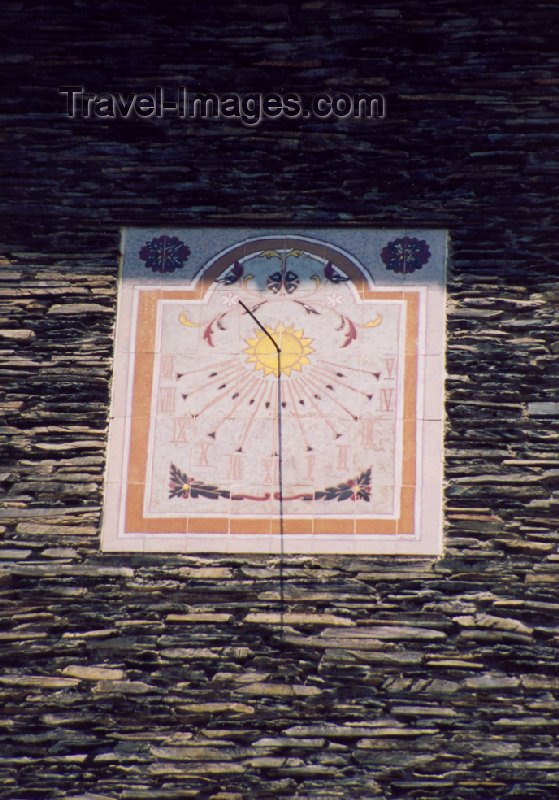 andorra19: Andorra la Vella: sun dial  - just after noon - placeta de Sant Esteve - Rellotge de sol - Barri Antic - photo by M.Torres - (c) Travel-Images.com - Stock Photography agency - Image Bank