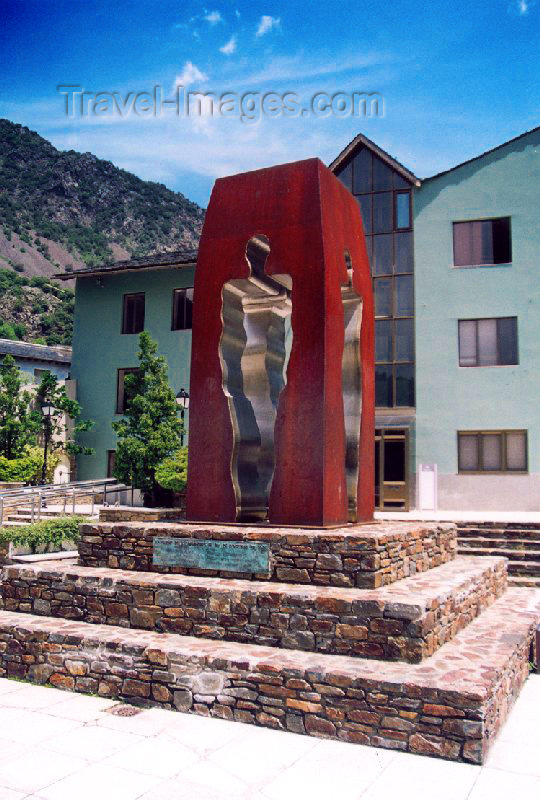 andorra20: Andorra la Vella: ghosts of steel - modern art - sculpture (photo by M.Torres) - (c) Travel-Images.com - Stock Photography agency - Image Bank
