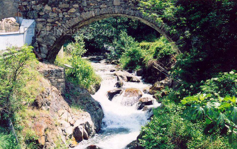 andorra21: Andorra - Escaldes-Engordany: Pont de la Tosca - stone bridge - Riu Madriu - Vaulted arch bridge on Camí d'Engolasters - photo by M.Torres - (c) Travel-Images.com - Stock Photography agency - Image Bank