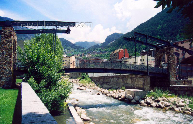 andorra23: Andorra - Encamp: Dutch style bridge - Riu Valira d'Orient - Parc del Prat Gran - photo by M.Torres - (c) Travel-Images.com - Stock Photography agency - Image Bank