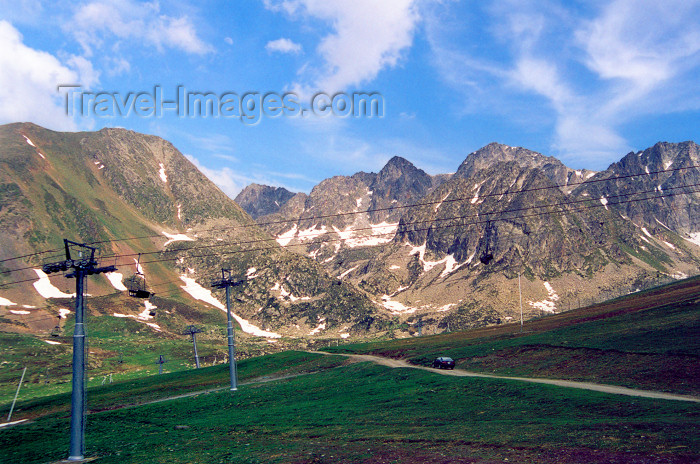 andorra33: Andorra - Port d'Envalira: idle ski lifts - Pyrenees - photo by M.Torres - (c) Travel-Images.com - Stock Photography agency - Image Bank