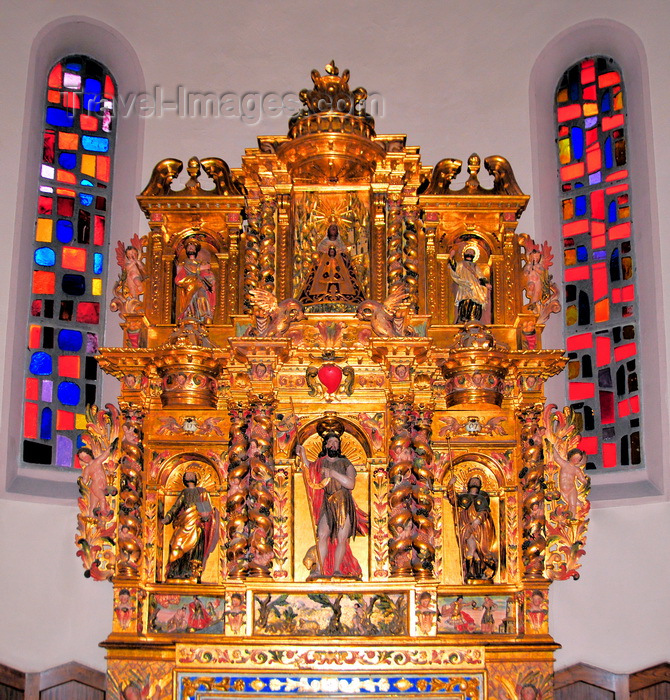 andorra52: Andorra la Vella, Andorra: St Esteve Church - baroque altar - gilded woodcarving - photo by M.Torres - (c) Travel-Images.com - Stock Photography agency - Image Bank