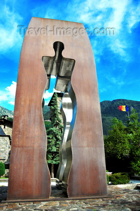 andorra54: Andorra la Vella, Andorra: Tribute to the men and women of Andorra - Homenatge als homes i dones d'Andorra - sculpture by Emili Armengol i Abril - Carrer de la Vall - Inaugurated by Joan Martí Alanís and François Mitterrand - modern sculpture with human silhouettes - photo by M.Torres - (c) Travel-Images.com - Stock Photography agency - Image Bank