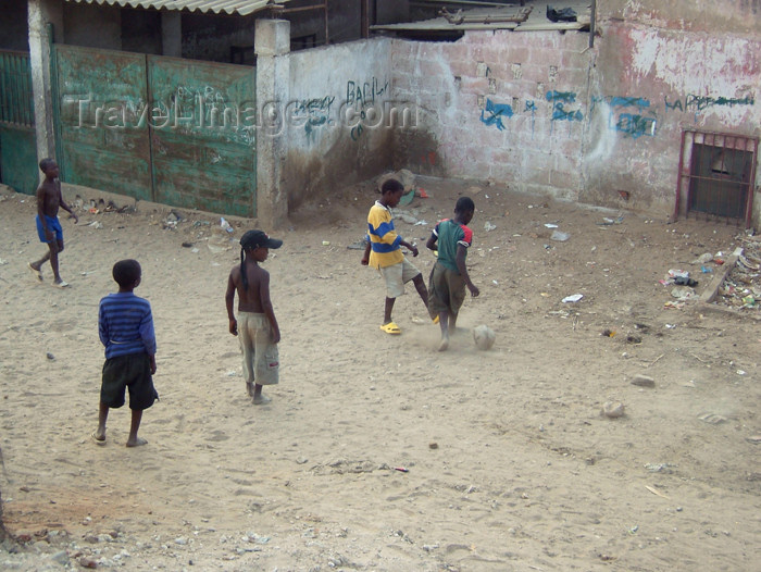 angola1: Angola - Luanda: kids playing soccer / rapazes angolanos a jogar futebol - photo by A.Parissis - (c) Travel-Images.com - Stock Photography agency - Image Bank