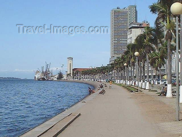angola16: Angola - Luanda: along the promenade / Luanda / LAD: a avenida marginal - 4 de Fevereiro, ex- Paulo Dias de Novais - Baia de Luanda (photo by Captain Peter) - (c) Travel-Images.com - Stock Photography agency - Image Bank