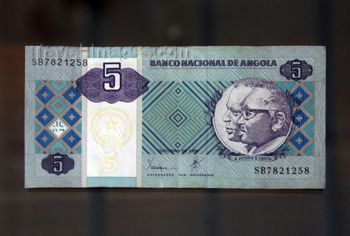 angola37: Angolan kwanza bank note - currency of Angola - Agostinho Neto and José Eduardo dos Santos - 5 kwanzas - photo by M.Torres - (c) Travel-Images.com - Stock Photography agency - Image Bank