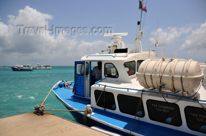 anguilla10: Blowing Point, Anguilla: Tee-Zech with other St. Martin ferries in the background - Ferry Terminal, pier 2 - photo by M.Torres - (c) Travel-Images.com - Stock Photography agency - Image Bank