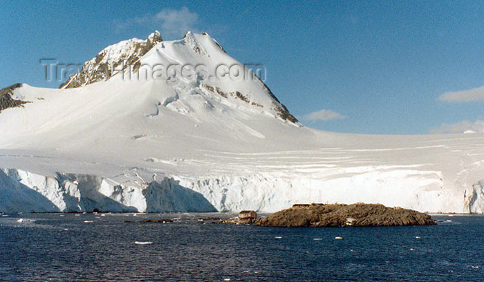 antarctica11: Petermann Island, Antarctica: ice covered peak - photo by G.Frysinger - (c) Travel-Images.com - Stock Photography agency - Image Bank