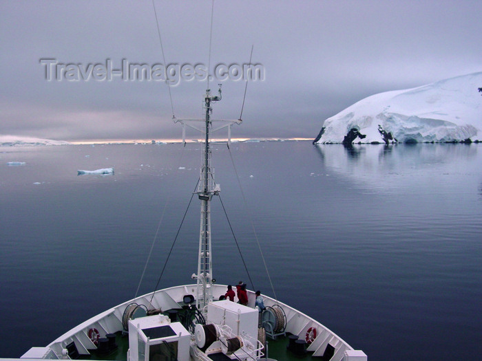 antarctica19: Antarctica - Lemaire channel: prow view - ship advances through the channel - off Bismark strait, between Booth Island and the Antarctic Peninsula - photo by M.Powell - (c) Travel-Images.com - Stock Photography agency - Image Bank