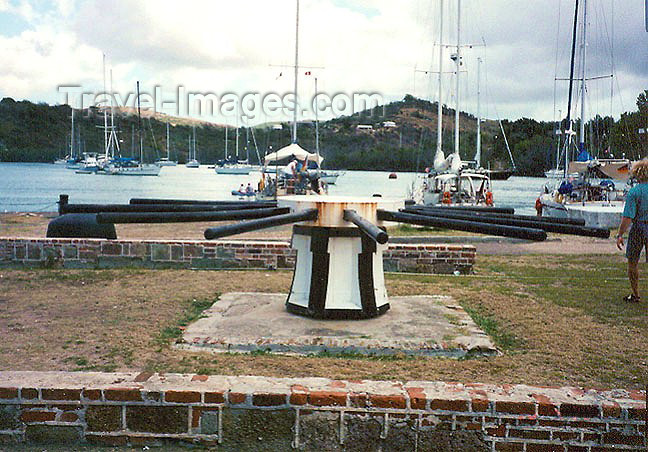 antigua-barbuda6: Antigua - St Johns: Nelson's Dockyard - large wheel used to pull vessels on their sides to remove barnacles (photo by G.Frysinger) - (c) Travel-Images.com - Stock Photography agency - Image Bank