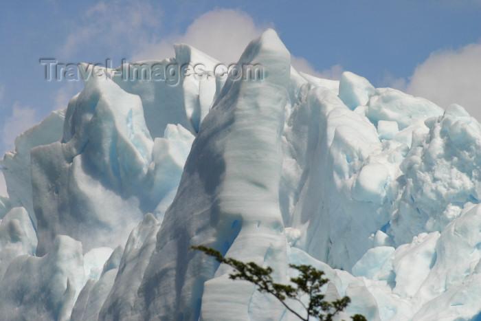 argentina127: Argentina - Los Glaciares National Park / Parque Nacional los Glaciares (Santa Cruz): Perito Moreno glacier - moving ice - Unesco world heritage site (photo by N.Cabana) - (c) Travel-Images.com - Stock Photography agency - Image Bank