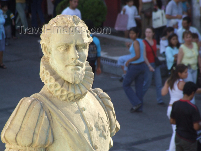 argentina274: Argentina - Salta - statue - view from Museo Historico del Norte 'El Cabildo' - images of South America by M.Bergsma - (c) Travel-Images.com - Stock Photography agency - Image Bank