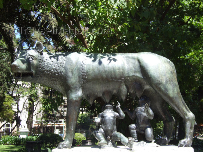 argentina325: Argentina - Buenos Aires - Jardin Botanico, Carlos Thays, Palermo - The female wolf, feeding the baby twins Romulus and Remus,  founders of Rome - images of South America by M.Bergsma - (c) Travel-Images.com - Stock Photography agency - Image Bank
