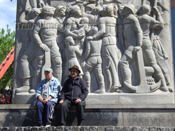 argentina329: Argentina - Buenos Aires - Locals at La Boca - fishermen monument - images of South America by M.Bergsma - (c) Travel-Images.com - Stock Photography agency - Image Bank