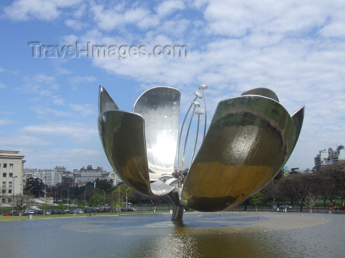 argentina338: Argentina - Buenos Aires - Park with giant flower - Parque con Flor gigante - images of South America by M.Bergsma - (c) Travel-Images.com - Stock Photography agency - Image Bank