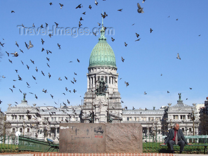 argentina369: Argentina - Buenos Aires - The Congress - pigeons - images of South America by M.Bergsma - (c) Travel-Images.com - Stock Photography agency - Image Bank