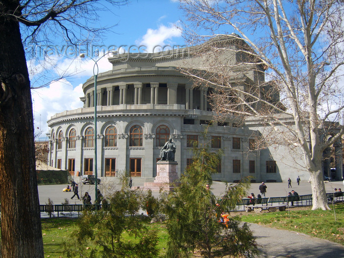 armenia111: Armenia - Yerevan: Spendiarian Theatre of Opera and Balle and Spendiarian monument - photo by S.Hovakimyan - (c) Travel-Images.com - Stock Photography agency - Image Bank