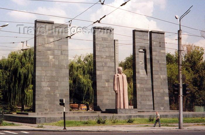 armenia19: Armenia -  Yerevan / Erevan : Soviet commissar Stepan Shahumian faces the firing squad - sculptor: Sergei Merkurov - Khorenatsi street - photo by M.Torres - (c) Travel-Images.com - Stock Photography agency - Image Bank