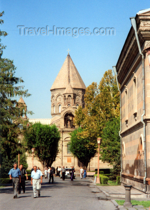 armenia26: Armenia - Echmiatzin / Ejmiatsin / Vagarshapat, Armavir province: Cathedral of St. Echmiatzin - seat of the Catholicos of the Armenian Apostolic Church - UNESCO world heritage site (photo by M.Torres) - (c) Travel-Images.com - Stock Photography agency - Image Bank