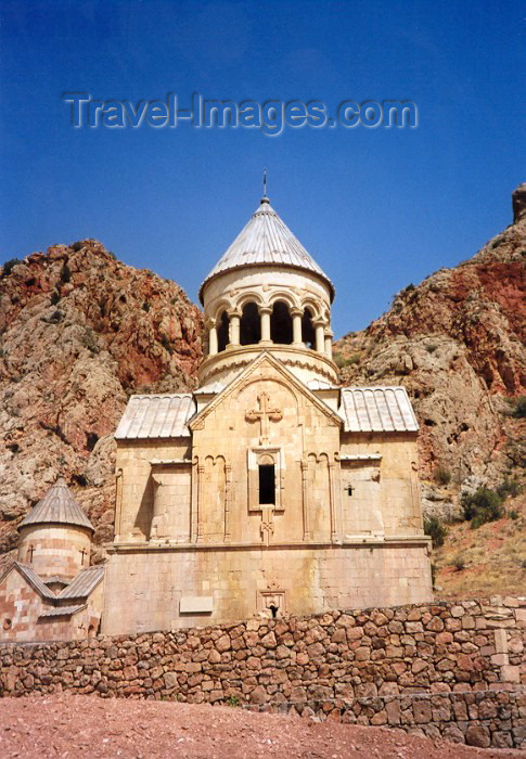 armenia35: Armenia - Noravank, Vayots Dzor province: mausoleum for the House of Orbelia - architects Siranes and Momik - photo by M.Torres - (c) Travel-Images.com - Stock Photography agency - Image Bank