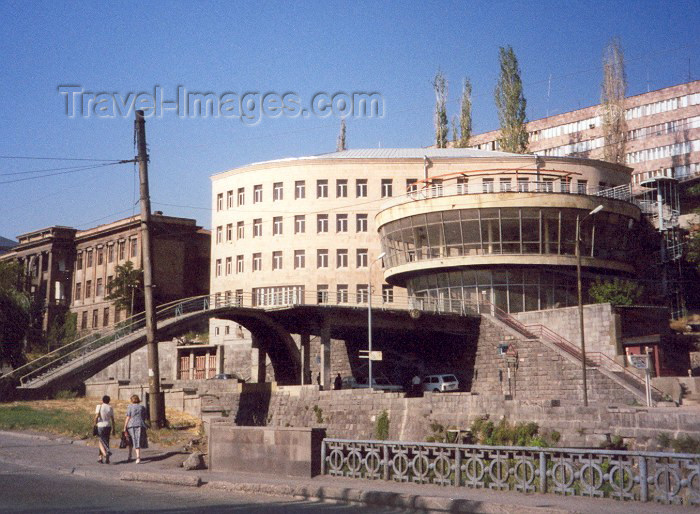 armenia7: Armenia -  Yerevan: on Khanjian st. (photo by M.Torres) - (c) Travel-Images.com - Stock Photography agency - Image Bank