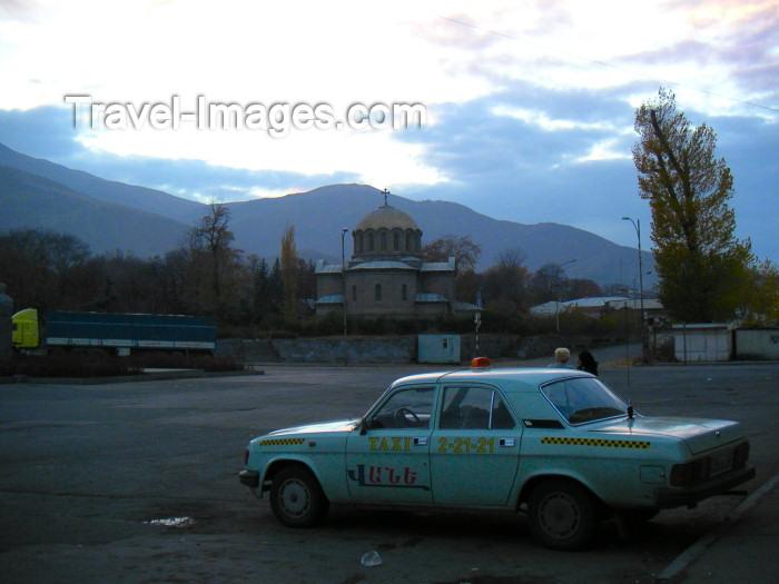 armenia78: Armenia - Vanadzor / Kirovakan (Lori marz / province) - northern Armenia: evening - taxi - church (photo by Austin Kilroy) - (c) Travel-Images.com - Stock Photography agency - Image Bank