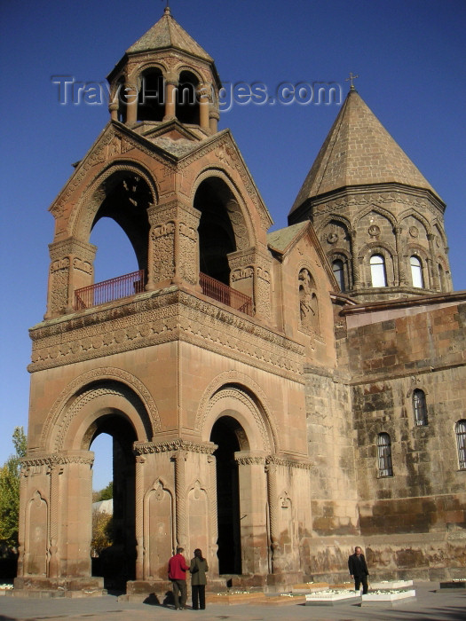 armenia79: Armenia - Echmiatzin / Echmiadzin / Ejmiatsin / Vagarshapat, Armavir province: Cathedral of St. Echmiatzin - belfry - seat of the Catholicos All Armenians - Center of the Armenian Apostolic Church - UNESCO world heritage site (photo by Austin Kilroy) - (c) Travel-Images.com - Stock Photography agency - Image Bank