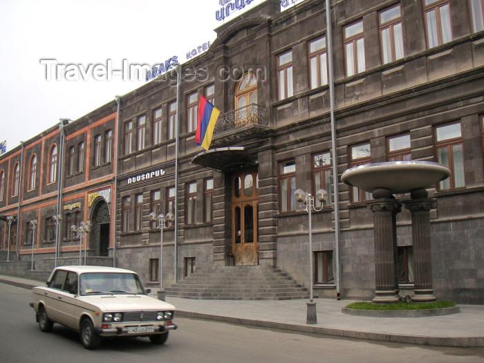 armenia80: Armenia - Gyumri: Araks hotel - Gorku St. 31 (photo by Austin Kilroy) - (c) Travel-Images.com - Stock Photography agency - Image Bank