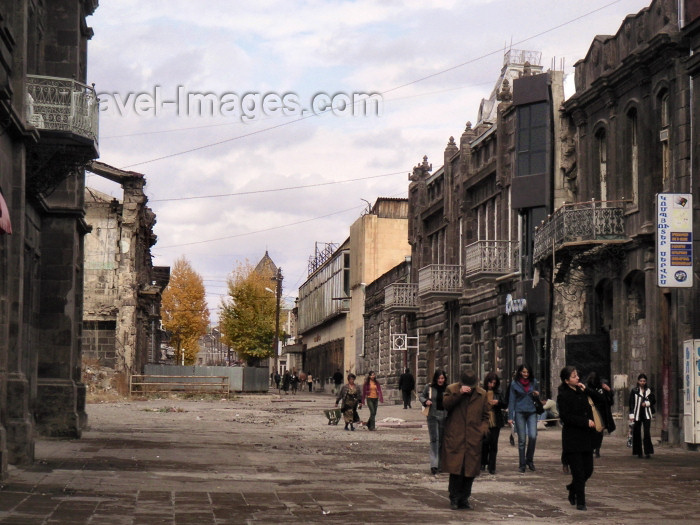 armenia81: Armenia - Gyumri: Street scene (photo by Austin Kilroy) - (c) Travel-Images.com - Stock Photography agency - Image Bank
