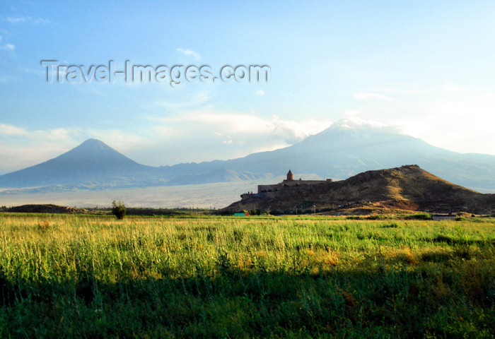 armenia87: Armenia - Khor Virap, Ararat province: the monastery and Mount Ararat - photo by A.Ishkhanyan - (c) Travel-Images.com - Stock Photography agency - Image Bank